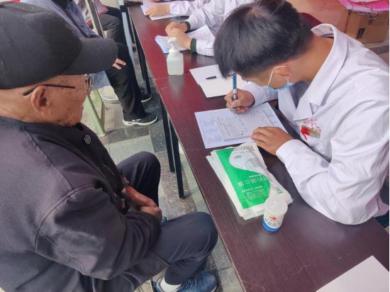 """【三个专项】提升服务 走进社区    ——蚌埠二院康复中心开展""""健康进社区""""义诊活动"""