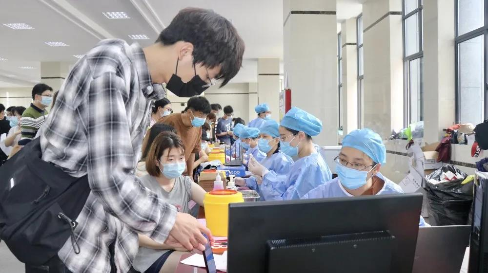 【我为群众办实事】蚌埠二院全力保障新冠疫苗接种工作 加速构建健康免疫屏障