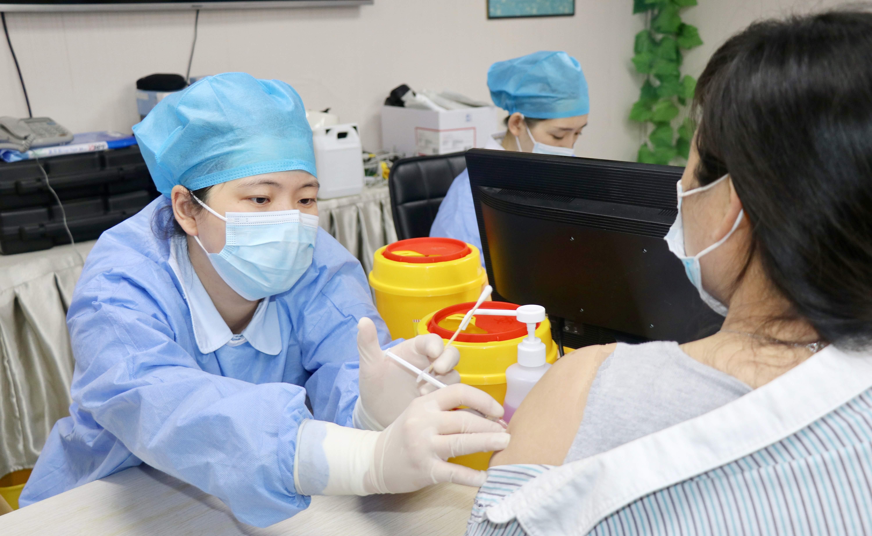 """""""疫""""不容辞!蚌埠二院湖滨社区卫生服务中心有序开展新冠疫苗接种工作"""
