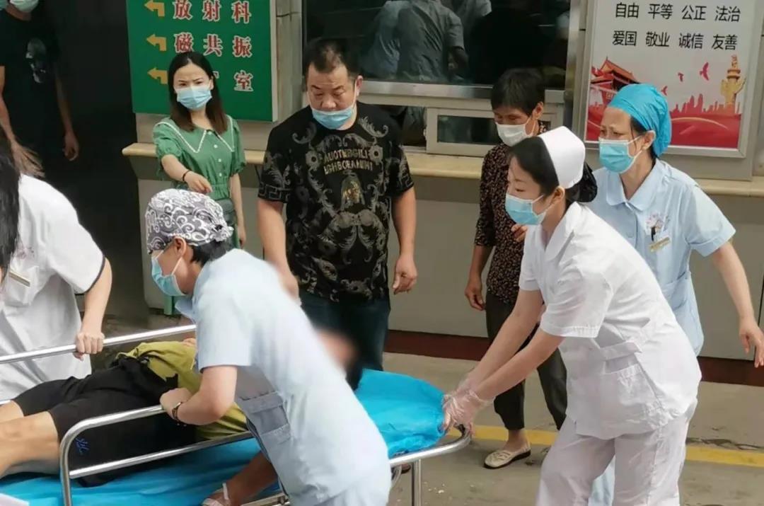【医者仁心 医心为民】生死时速!患者院内突发窒息 医护合力飞奔救人